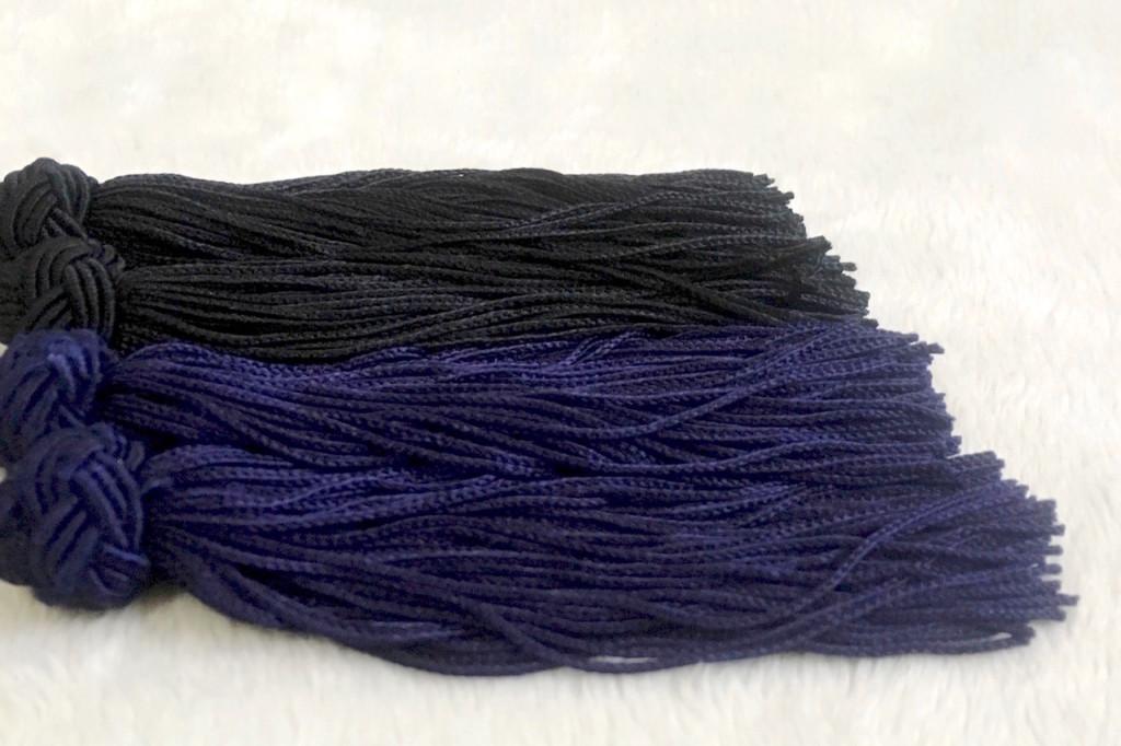 和風タッセルピアス/イヤリング 黒と紺の比較